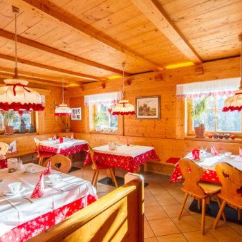 Frühstücksraum beim Bauernhofurlaub am Falentörhof in Kastelruth